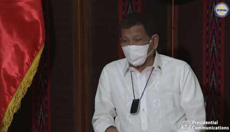 Duterte-facemask-Palace