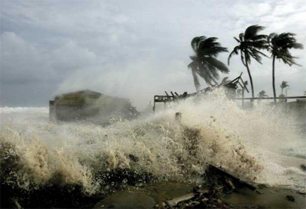 Storm surge warns in Luzon, Metro Manila