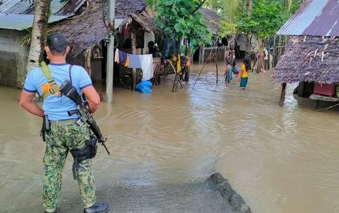 1045 / 5000 Translation results More than 450 families in Bicol celebrated the New Year despite floods